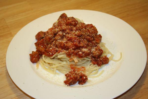 Angerichtete Spaghetti alla bolognese
